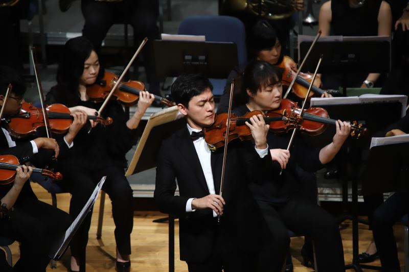 Violin soloist Tseng Yu-chien.