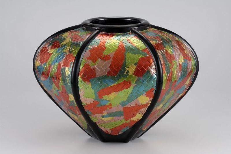 "You Qi Yuan's lacquer piece ""Colorful Harvest"" / 游漆園-彩豐"