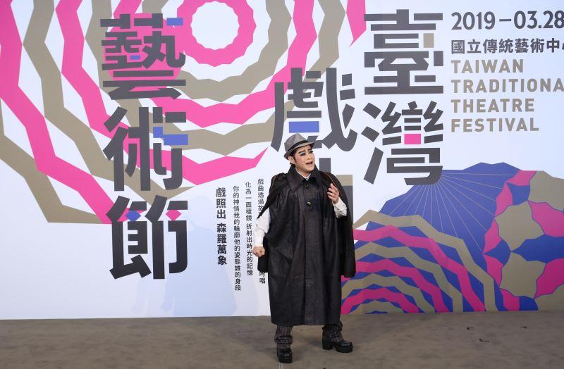 「秀琴歌劇團」在藝術節中帶來以膾炙人口的老歌改編而成的現代歌仔新調《安平追想曲》