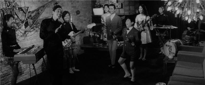 每每放映萬人空巷,開啟台語歌唱片的黃金時代。