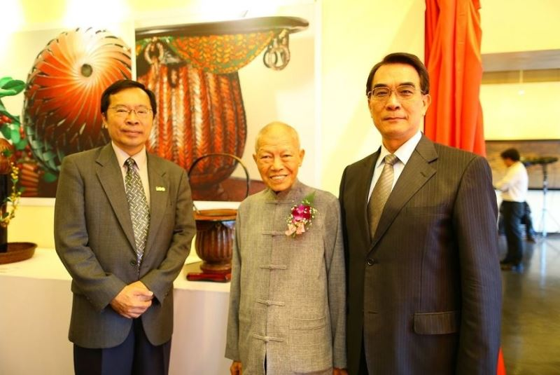 From left to right: NTCRI Director Hsu Keng-hsiu, bamboo maestro Li Jung-lieh and Vice Culture Minister George Hsu.