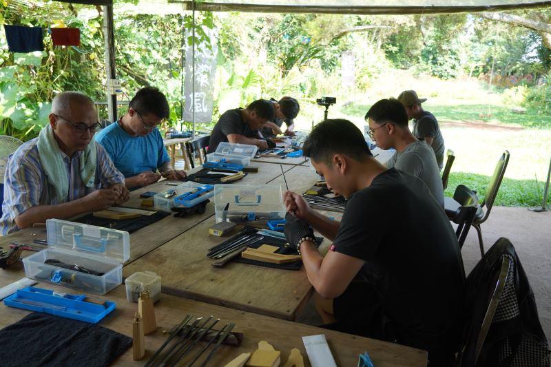 透過體驗和製作,初步認識族刀的製作工藝。
