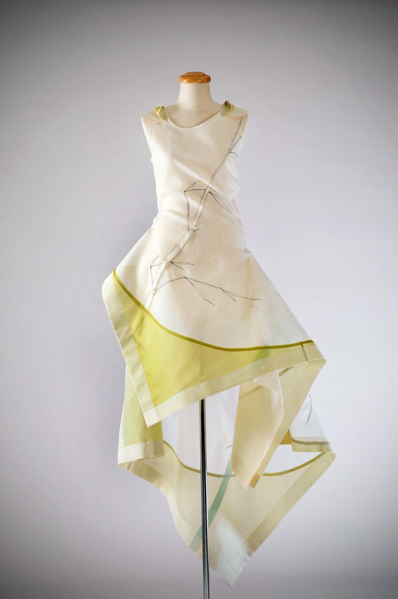 李玉蓮-2014美國HGA國際織品工藝服裝藝術特展首獎--服裝之境