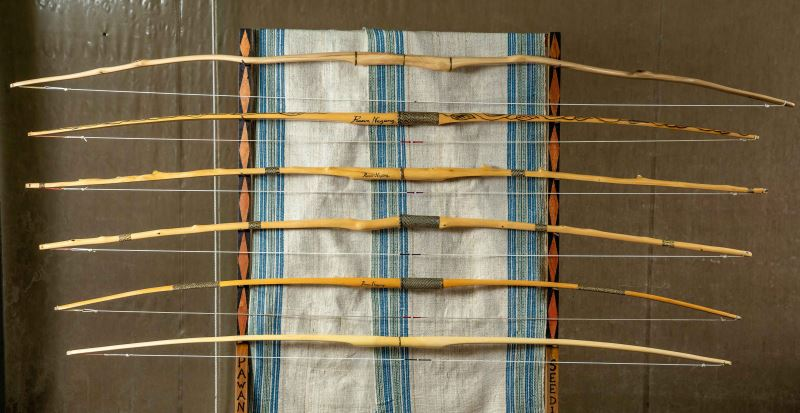 Pawan Neyung除了在部落大學開課外,也曾帶著自製的弓、箭參加各地的展覽,推廣賽德克族獨特的木弓工藝與射箭文化。