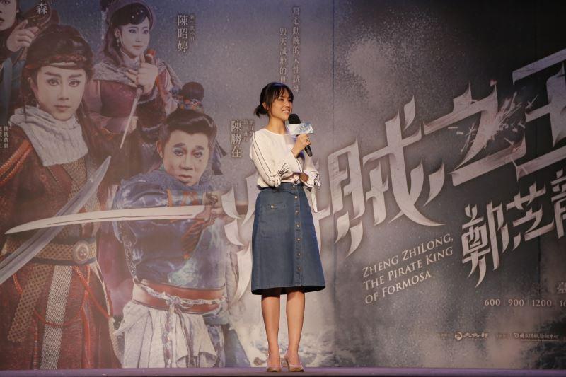 製作人陳昭賢肩負重任,帶領明華園菁英鳴鼓出航、征戰海上