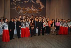 蒙古國家民族樂團、台灣駐烏蘭巴托台北貿易經濟代表處曾代表奕民伉儷及本團合影