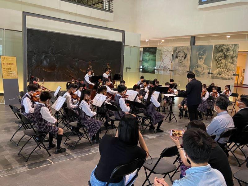 黃土水母校台北太平國小弦樂團於國美館黃土水作品水牛群像前演奏