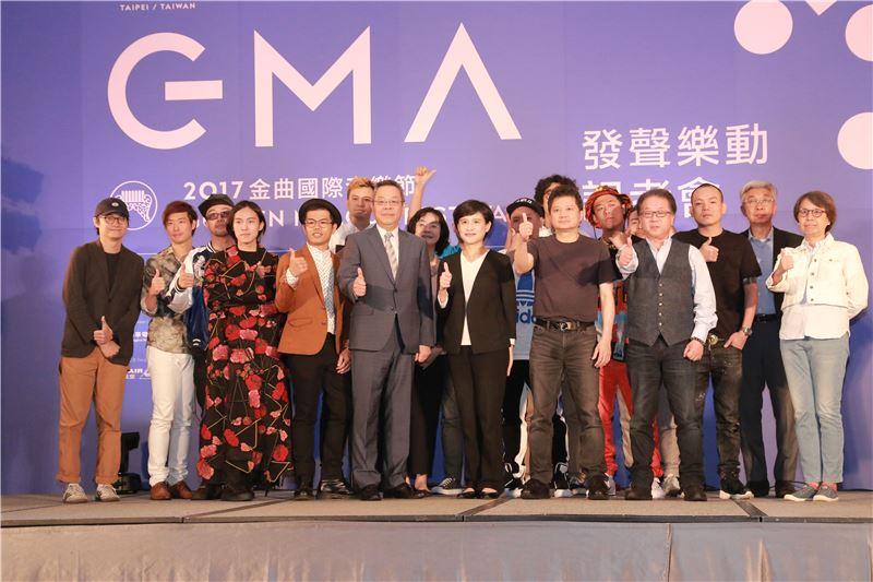 文化部長鄭麗君、與會貴賓及金曲售票演唱會歌手團體合影