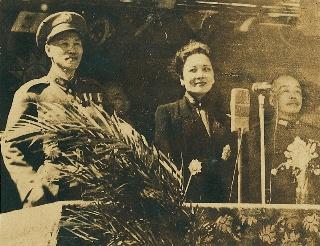 蔣主席暨夫人蒞台參加光復一週年紀念大會照片
