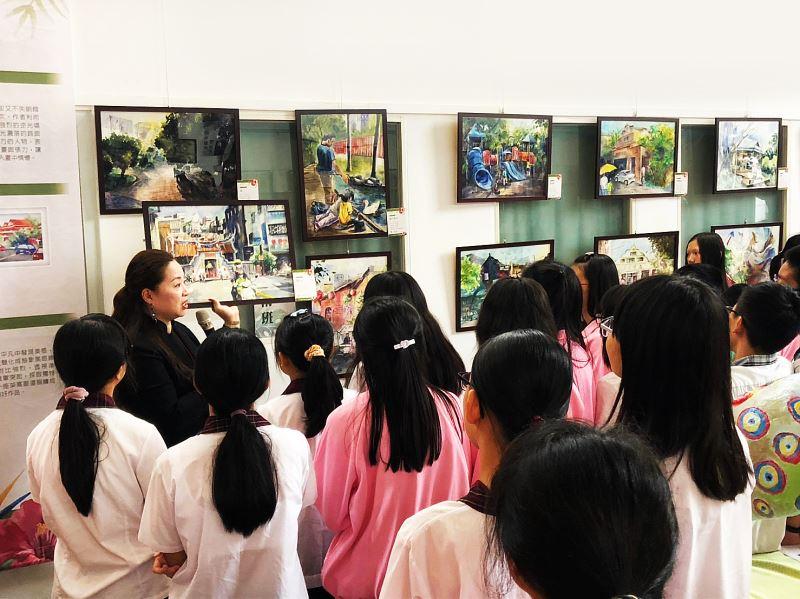 南投國中美術班學生熱情參與得獎畫作導覽賞析