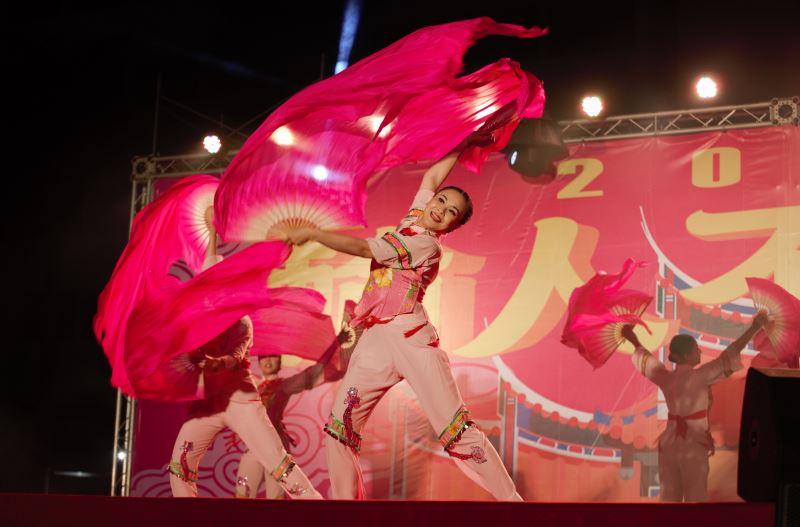 藝姿舞集以跳鼓陣展現民俗藝陣的美感