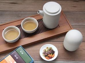 Taiji Teapot set- Pot:18x7.5x16cm, Cup:7x7x3cm/ Porcelain