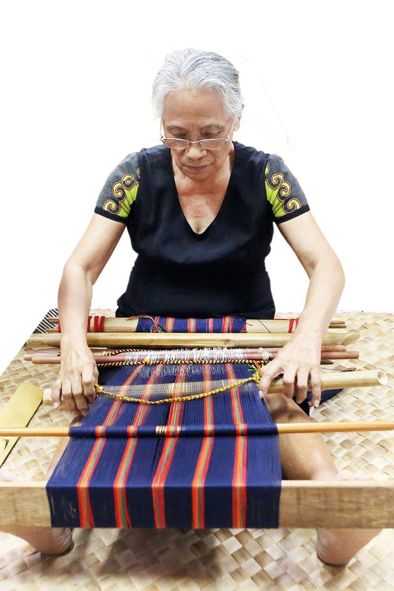重要傳統工藝保存者-排灣族tjemenun傳統織布保存者許春美