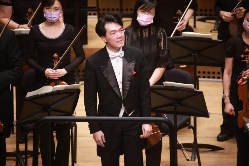 現任香港管弦樂團指揮廖國敏2021年與國臺交合作多場音樂會大受好評,圖為4月11日於衛武營演出實況