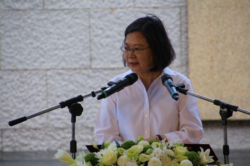 總統蔡英文親臨人權館白恐綠島紀念園區主持揭牌儀式,感念受難者的犧牲奉獻