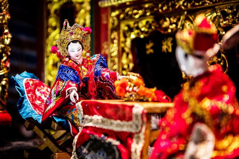 集藝戲坊扮仙戲中的狀元夫人,與另一腳色狀元郎為夫婦,象徵成雙成對。