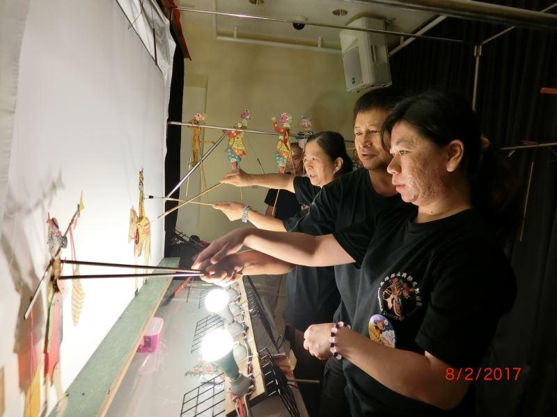圖三-照片3(永興樂皮影劇團是一支典型的家族劇團,成立超過百年,此次帶來經典劇碼西遊記「火燄山」,有孫悟空大戰鐵扇公主的精采武打劇情。