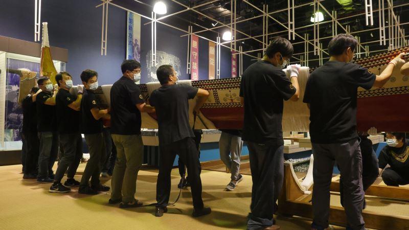 南島展示廳達悟族拼板舟下架入庫,象徵本館建築空間再造及展示更新工程正式啟航