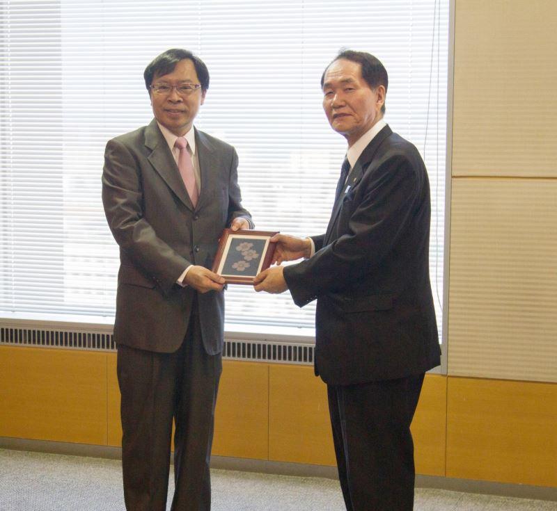 工藝中心主任許耿修會晤香川縣知事濱田惠造先生
