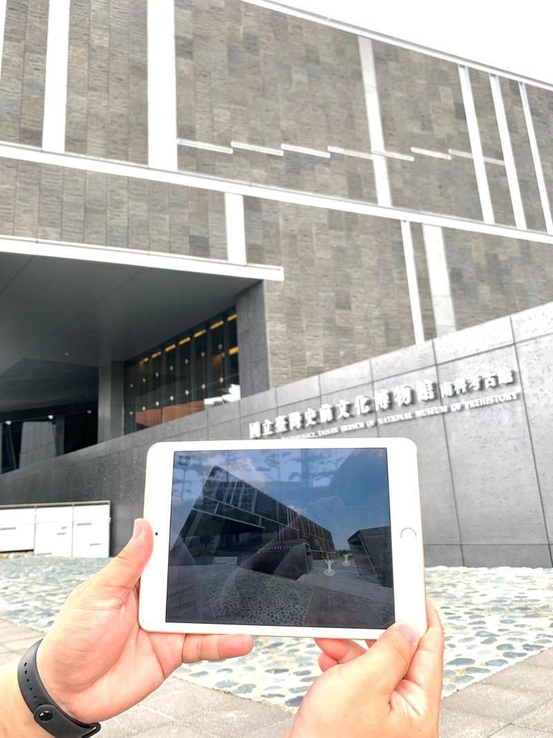 透過平板裝置體驗MR360博物館線上導覽系統