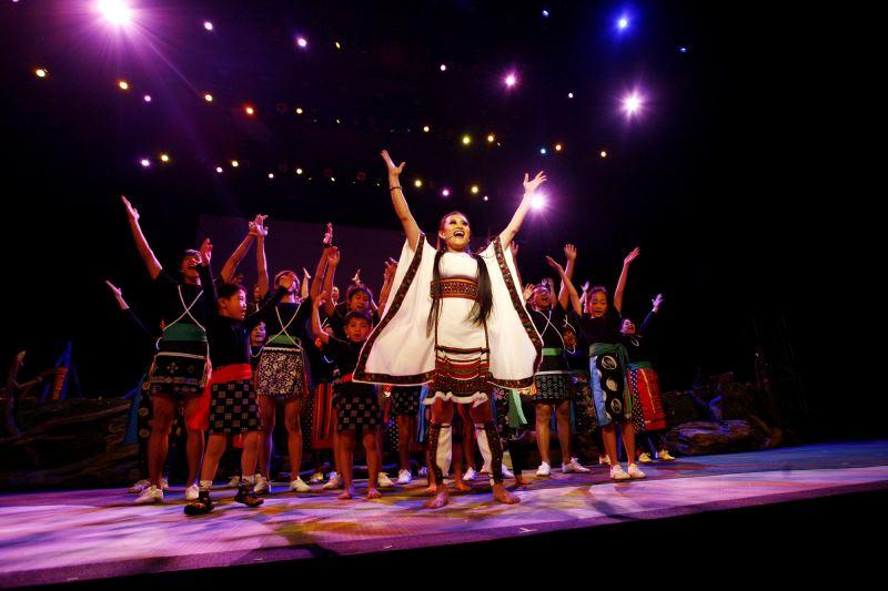 原住民族部落存在的豐富神話傳說故事,多年來一直是文學、藝術、舞蹈、戲劇、電影等創作的源頭活水。圖為《很久沒有敬我了你》劇照。