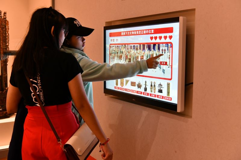 臺灣北管藝術大展 互動裝置-消失的陣列  民眾可拖曳北管出陣時會用到的物品並了解其意義-縮