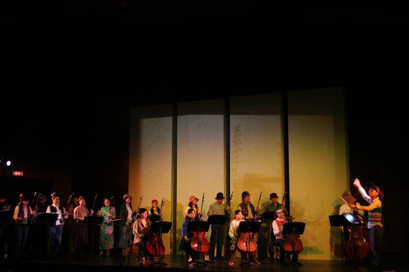 《月夜.再別康橋》音樂會安排演奏員須於演出時隨劇情變換走位,成功使音樂家們踏出舒適圈,為日後製作《寶島辦桌》打下了深厚的基底。