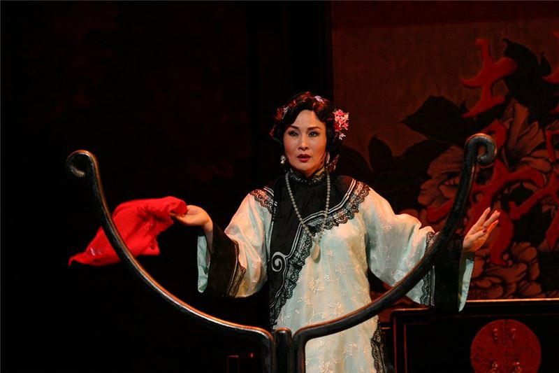 A scene from The Golden Cangue(Wei Hai-min as Tsao Chi-chiao)(2006)