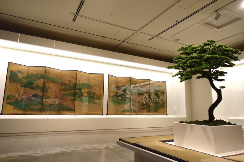國美館「花之禮讚」特展展出富士美術館典藏品〈吉野山龍田川圖屏風〉
