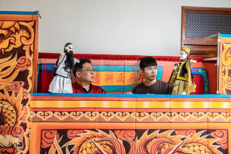 臺語人口愈來愈少,使得臺語的口頭表演美學也愈難被理解,但仍有不少劇團透過布袋戲表演推廣臺語,如昇平五洲園。