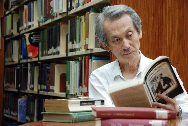 王文興以大膽前衛、詰屈聱牙的文字風格,樹立了台灣現代主義小說巨擘的地位,