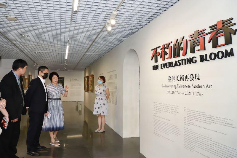 文化部長李永得參訪北師美術館「不朽的青春─臺灣美術再發現」展