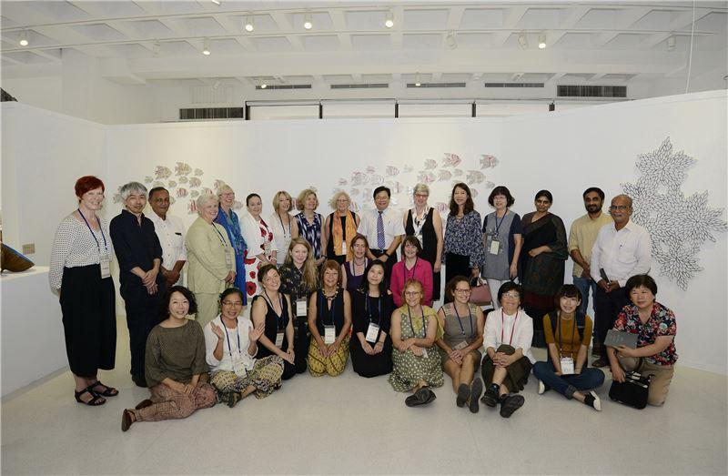 國外藝術家與台灣藝術家及貴賓等合影