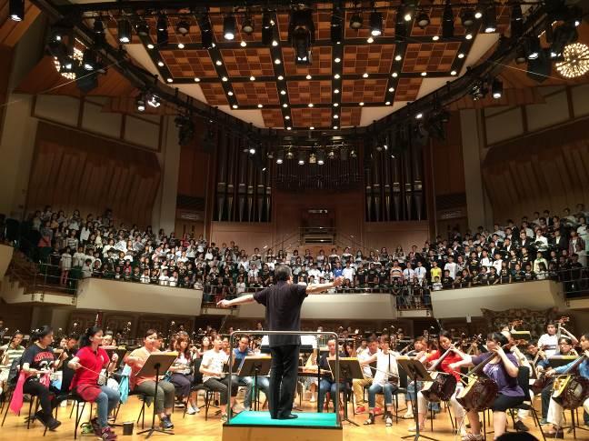 「和平禮讚音樂會」臺灣國樂團、香港中樂團及聯合合唱團於香港文化中心聯合排練。