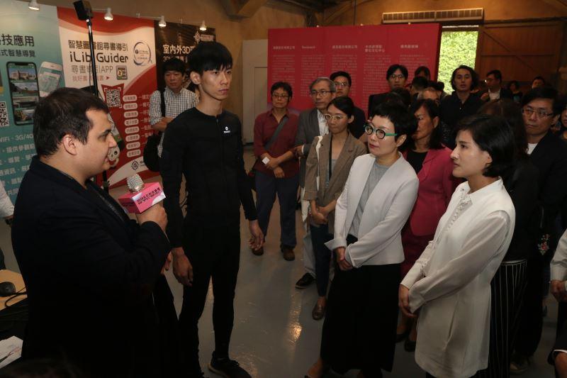 全球唯二之體感衣製造商Teslasuit向貴賓展示介紹