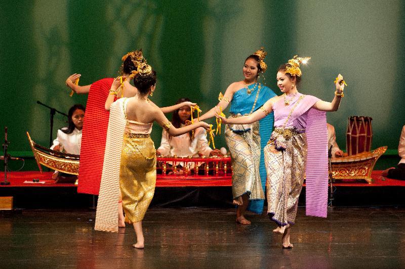 從華麗頭飾到耀眼指尖的傳統宮廷藝術─泰式古典樂舞團
