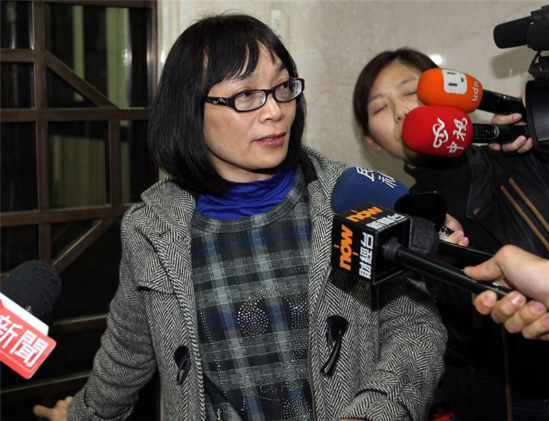 Yang Tsui attending her son Wei Yang's detention hearing at Taipei District Court, March 24, 2014. (Source: Central News Agency)