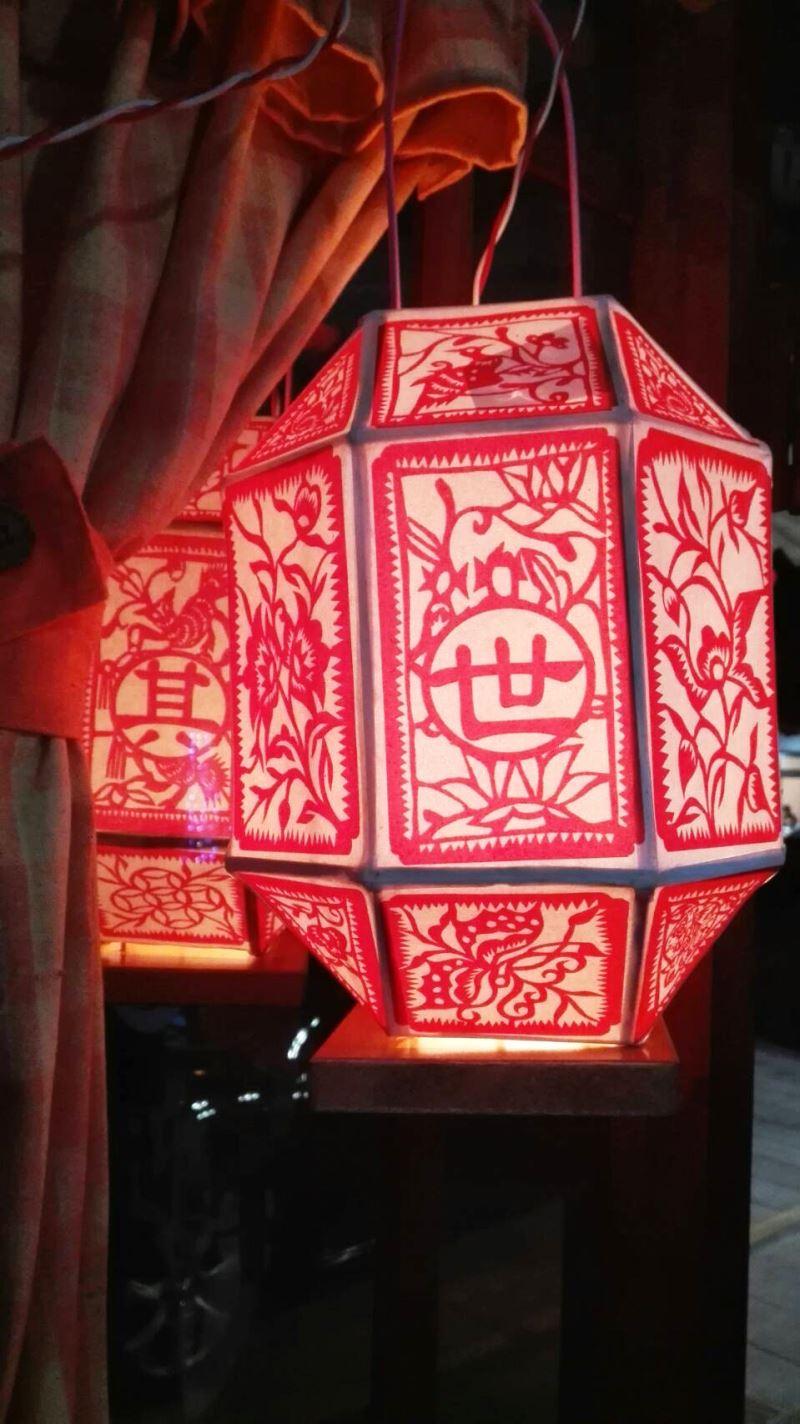 八角造型的風燈,極為獨特,且深富吉祥寓意。