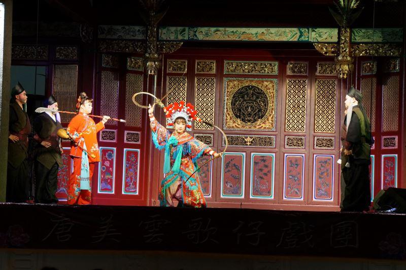 唐美雲歌仔戲團於檳城龍山堂戲台演出獲廣大迴響