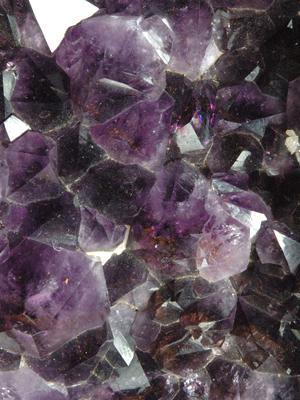 Kristal Quartz: Keluarga Kristal yang Indah