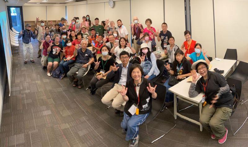 圖1_人權館與南投聾協舉辦共融之旅,以臺灣手語導覽白恐景美紀念園區不義遺址。