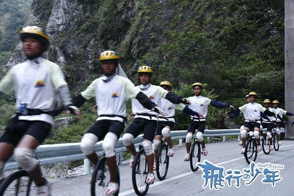 騎單輪車挑戰環島一千公里?是的,一旦讓這些孩子重拾自信,體驗成功的滋味,他們的人生便能產生正面能量。