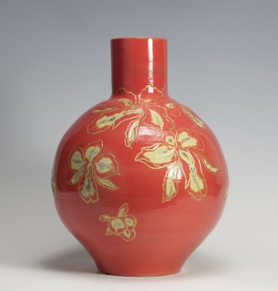 2009   Coral Red Glazed Pot with Golden Orchid Pattern