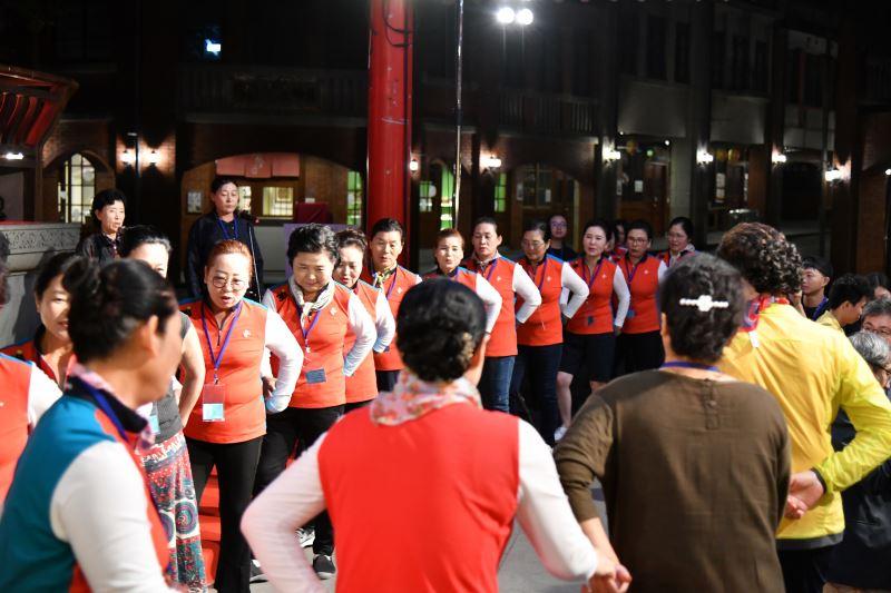 南韓右水營羌羌水月來振興保存協會於現場展現韓國傳統秋夕舞蹈