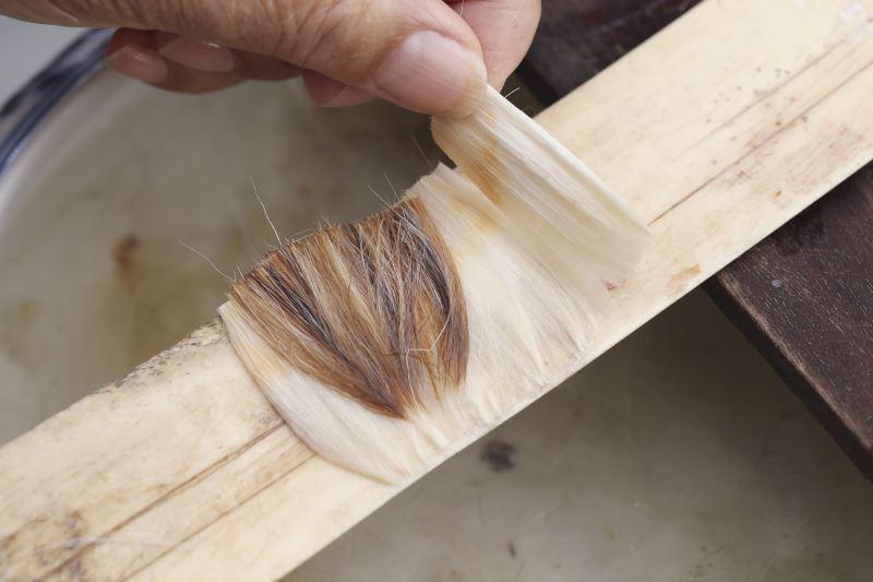 郭文溪製作毛筆筆芯會混雜其他的毛來調整書寫時的軟硬程度。