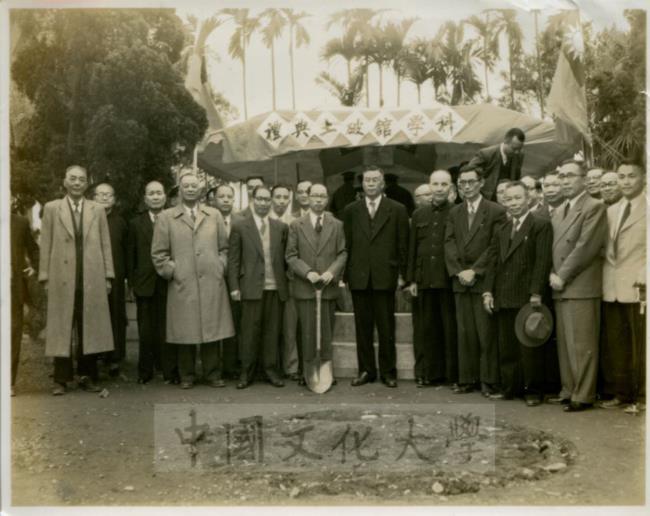右四盧毓駿建築師、右六前教育部長張其昀先生