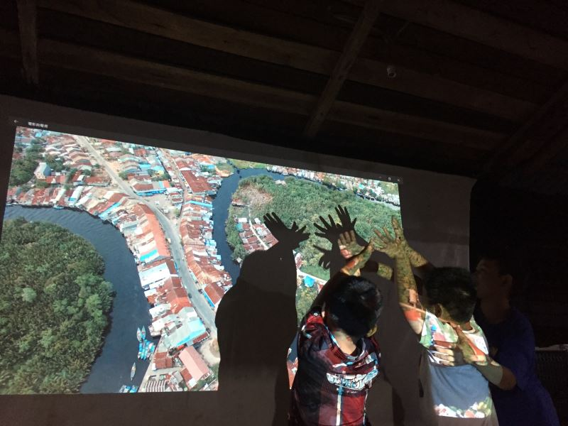 Video installation by Chen Han-yu.