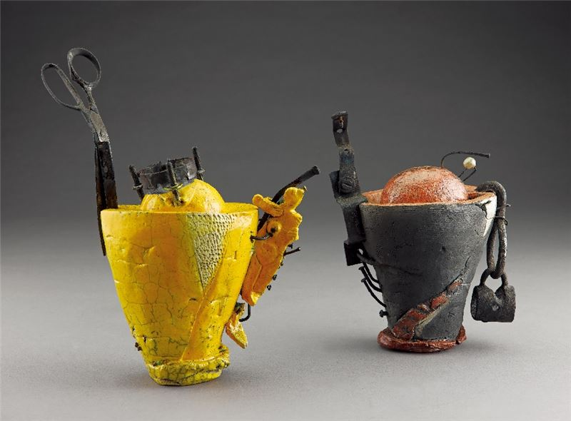CHOU Pang-Ling〈His and Her Highness Being Each Other's Delight〉1993 Clay, found objects 34×28×12 cm 20.5×22×12.5 cm