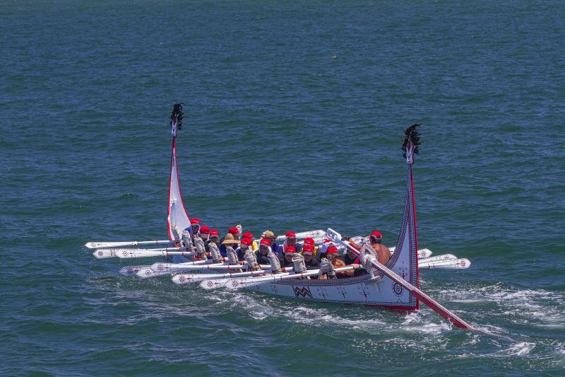 在雅美族的口傳中,祖先們乘著拼板舟橫越海洋,至菲律賓巴丹群島(Batanes Islands)進行貿易。