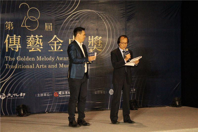 第28屆傳藝金曲獎評審委員總召集人劉榮義宣布出版類入圍名單